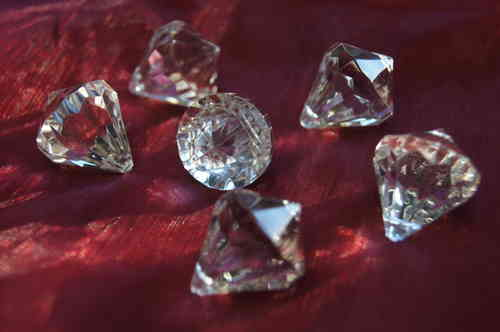 deko diamanten klar mit lochkanal die tischdekoration. Black Bedroom Furniture Sets. Home Design Ideas