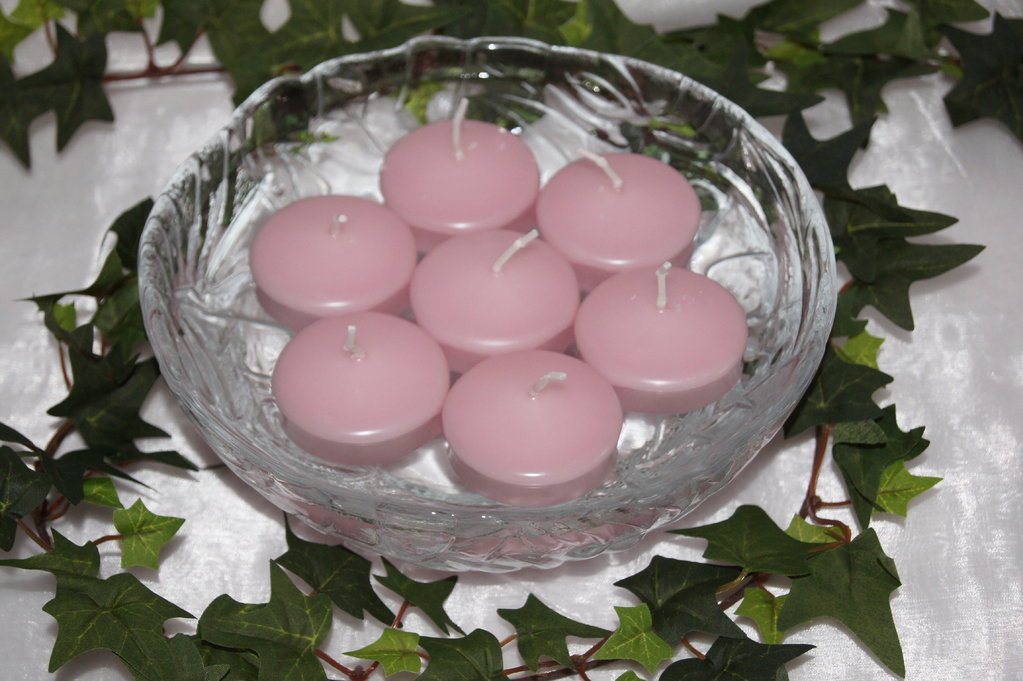 schwimmkerzen rosa tischdeko mit kerzen. Black Bedroom Furniture Sets. Home Design Ideas
